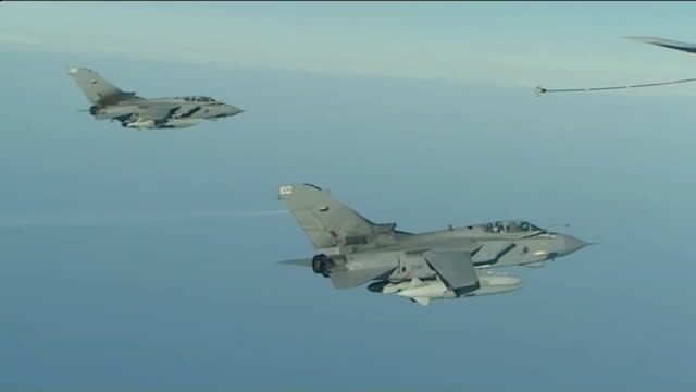 house of commons to vote on air strikes against islamic state in iraq; pool location unknown ext air to air shots of raf tornado aircraft flying... - isil konflikt stock-videos und b-roll-filmmaterial