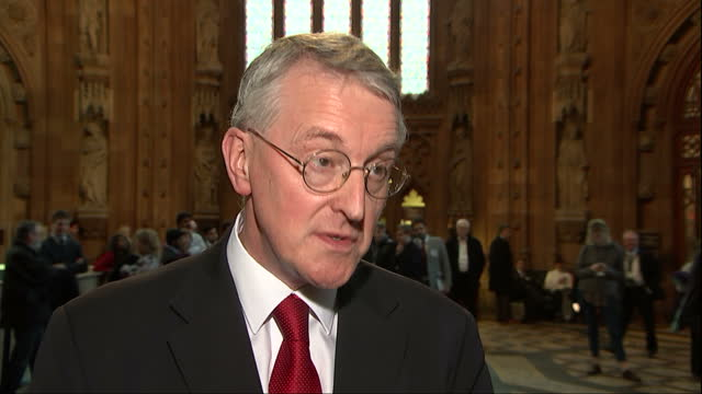 house of commons votes on air strikes in syria shows interior shot hilary benn mp stating why he feels isis need to be tackled with military force on... - hilary benn stock-videos und b-roll-filmmaterial