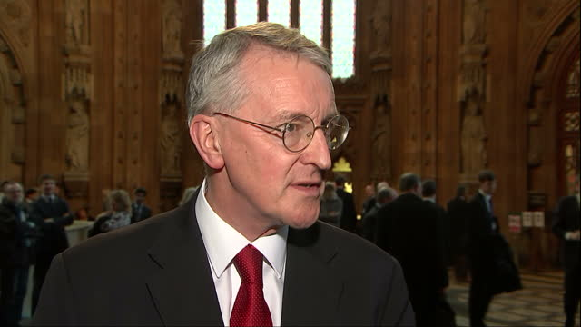 house of commons votes on air strikes in syria shows interior shot hilary benn mp talking about labour party having differences in opinion on sending... - hilary benn stock-videos und b-roll-filmmaterial