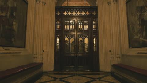 vídeos y material grabado en eventos de stock de house of lords interior - arco característica arquitectónica