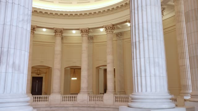 stockvideo's en b-roll-footage met amerikaanse huis van afgevaardigden cannon kantoorgebouw rotunda in washington, dc - congreslid