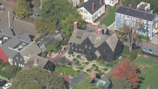 vídeos y material grabado en eventos de stock de aerial house of the seven gables and surrounding garden / salem, massachusetts, united states - nathaniel hawthorne