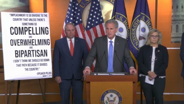 house republican leader kevin mccarthy of california tells reporters at a press conference hours after the house select intelligence committee... - partito repubblicano degli usa video stock e b–roll