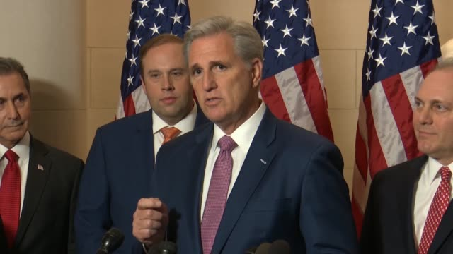 vídeos de stock, filmes e b-roll de house republican leader kevin mccarthy tells reporters after an organizing conference that if house democrats intend on investigations and... - política e governo
