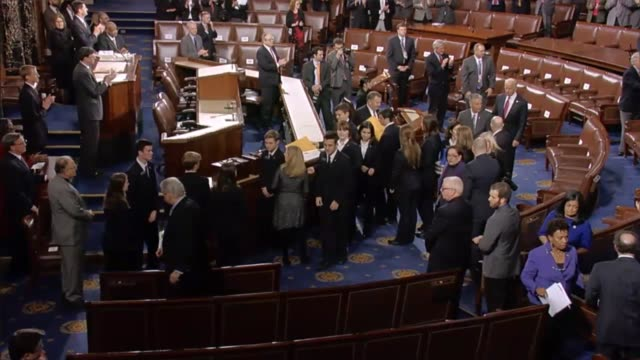 house sergeant at arms paul irving announces the arrival of members of the united states senate who file into the house chamber down the senate aisle... - us senat stock-videos und b-roll-filmmaterial