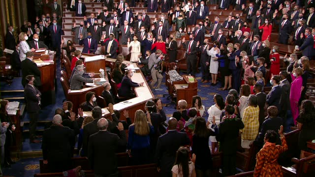 house speaker nancy pelosi administers the oath of office to newly elected members of the house minutes after her own reelected to a fourth... - congress stock videos & royalty-free footage