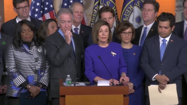 vidéos et rushes de house speaker nancy pelosi of california is asked at a press conference about saying president donald trump was an existential threat to democracy on... - hémisphère nord