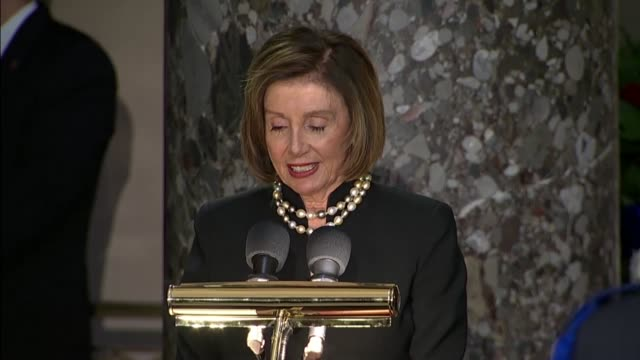 vídeos de stock e filmes b-roll de house speaker nancy pelosi of california tells those gathered in statuary hall at the us capitol building that elijah cummings was a son of... - maia