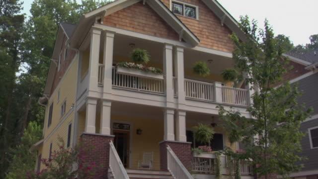stockvideo's en b-roll-footage met la ws td house with rocking chair on porch and hanging baskets on balcony / decatur, georgia, usa - het zuiden van de verenigde staten