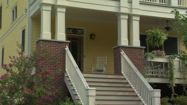 vídeos y material grabado en eventos de stock de la ms zo ws house with rocking chair on porch and hanging baskets on balcony / decatur, georgia, usa - mecedora