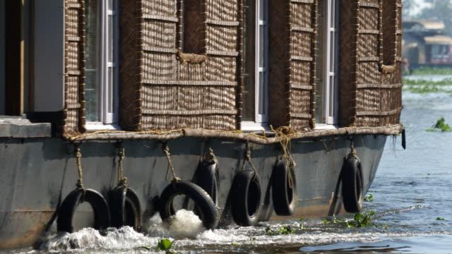 vidéos et rushes de houseboat detail on alleppey backwaters - bras mort de cours d'eau
