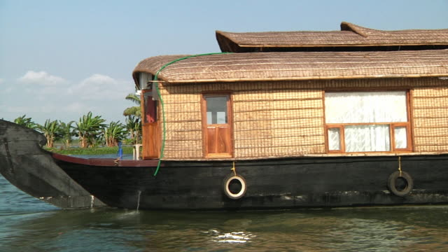 ws side pov houseboat sailing on kerala backwaters / cochin, kerala, india - backwater stock videos & royalty-free footage