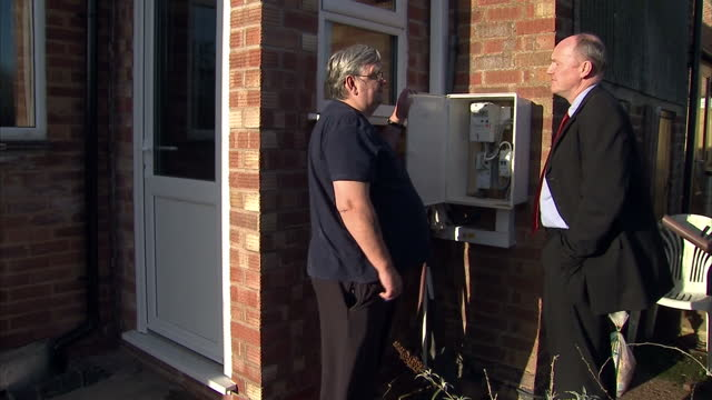 households could be pushed into fuel poverty by christmas. rising energy costs have added 7 percent to the average annual bill, and the fuel poverty... - ガス料金点の映像素材/bロール