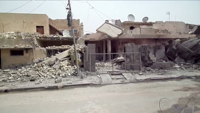 houses are destroyed in the is controlled city of fallujah after frequent mortar and air strikes - al fallujah bildbanksvideor och videomaterial från bakom kulisserna
