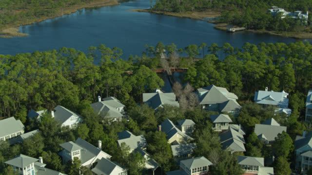 vídeos y material grabado en eventos de stock de houses by western lake in watercolor, florida - drone shot - gulf coast states
