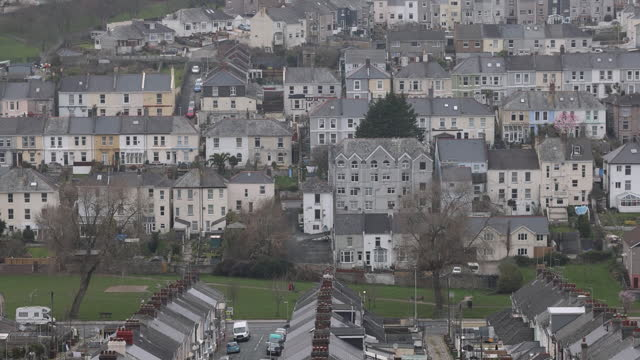 vídeos y material grabado en eventos de stock de houses in plymouth as its port will become one of new freeports in uk. davenport will be one of the new english freeports, low-tariff business zones... - export palabra en inglés