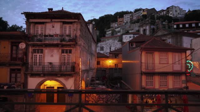 vídeos de stock, filmes e b-roll de houses in porto, portugal at dusk - porto distrito