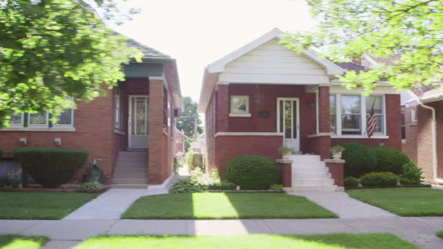 side pov houses in residential neighborhood - chicago illinois stock-videos und b-roll-filmmaterial