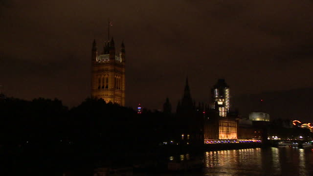 zo houses of parliament at night - politics stock videos & royalty-free footage