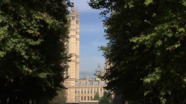 houses of parliament general views england london ext view across the river thames towards the houses of parliament with the big ben clocktower... - 2016 european union referendum stock videos & royalty-free footage