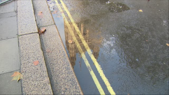 houses of parliament reflected in a puddle - house of commons stock videos & royalty-free footage
