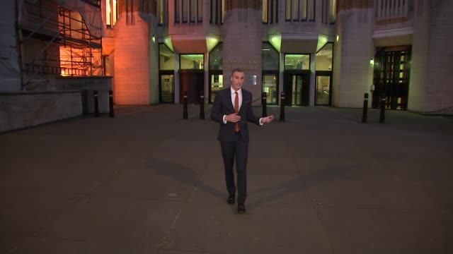houses of parliament repairs plan would mean mps to move out; whitehall: department of health night reporter to camera day weathered walls of... - 男爵夫人点の映像素材/bロール