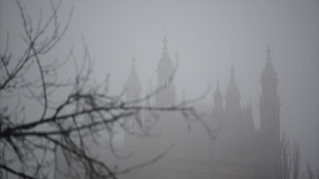 houses of parliament surrounded by fog on budget day 2021 - flowing water stock videos & royalty-free footage