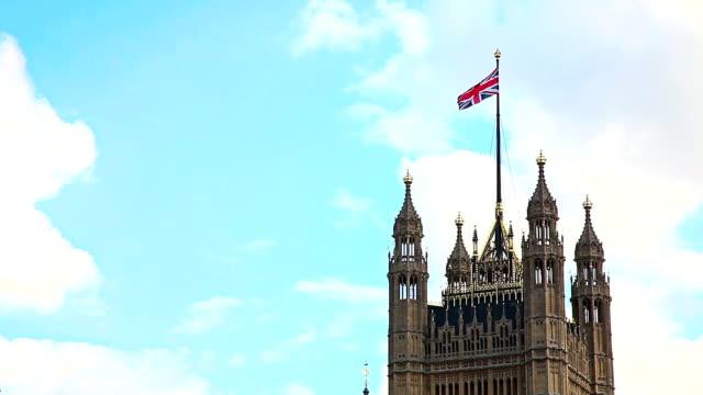 Häuser des Parlaments mit Englische Flagge