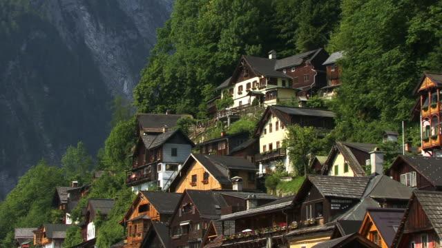 ms, houses on hillside, village hallstatt, austria - österreichische kultur stock-videos und b-roll-filmmaterial