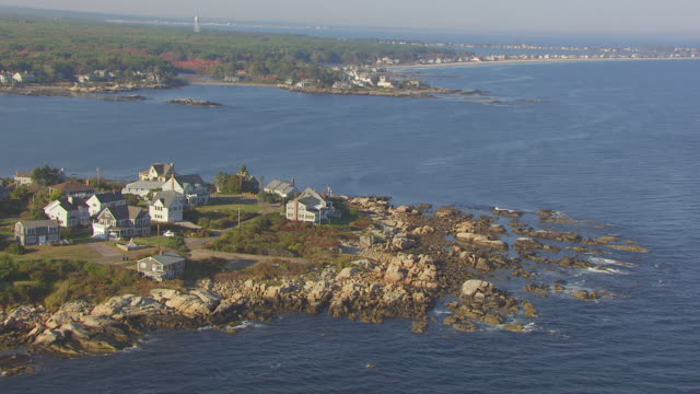 ws aerial pov houses on small promontory land / hoyt neck, york county, maine, united states - maine stock videos & royalty-free footage