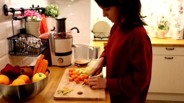 housewife making a juice at home - stereotypical housewife stock videos & royalty-free footage