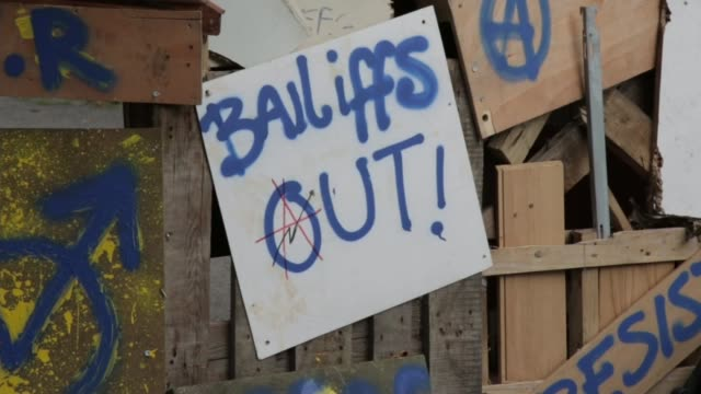 baliffs move in to clear sweets way estate during time of increased homelessness; england: london: barnet: sweets way: ext **music heard sot**... - pavement点の映像素材/bロール
