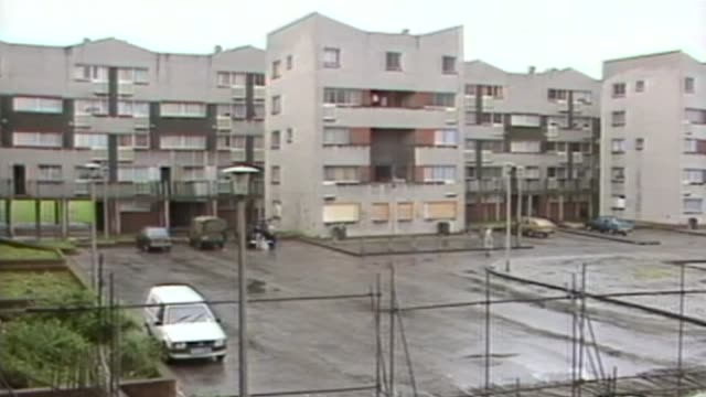 stockvideo's en b-roll-footage met social housing in the wake of the grenfell tower tragedy as161085010 scotland edinburgh west granton estate man along on estate and view of estate... - 1985