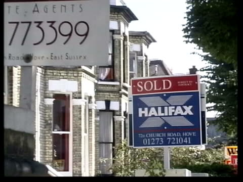 bank of england itn 'for sale' signs outside houses - for sale englischer satz stock-videos und b-roll-filmmaterial