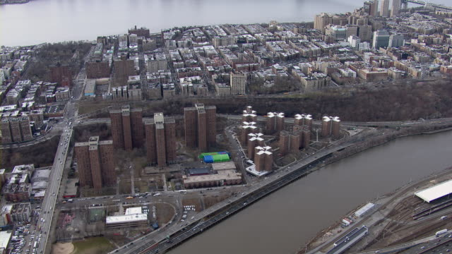 housing projects in washington heights neighborhood in new york city, overlooking the harlem river. - 公営アパート点の映像素材/bロール