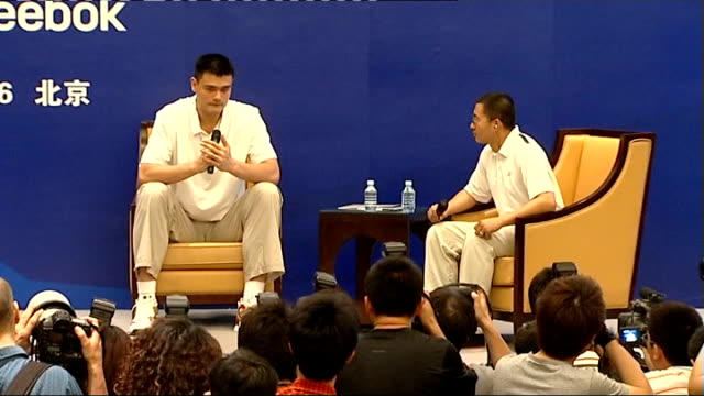 vidéos et rushes de houston rockets player yao ming press conference yao ming press conference sot - ming