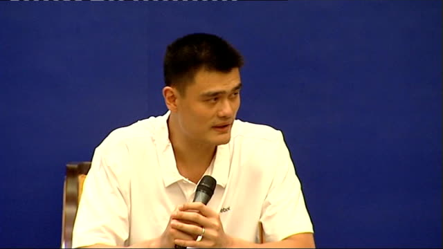 vidéos et rushes de houston rockets player yao ming press conference yao ming press conference continues sot includes close ups of yao ming speaking and photographers... - ming