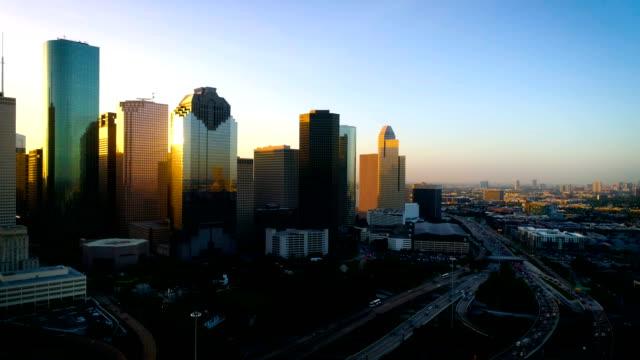 vídeos y material grabado en eventos de stock de houston texas perfect golden sun bengalas de cristal de los rascacielos del centro - texas