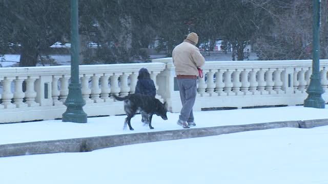 houston, tx, u.s. - people walking on snowy street downtown houston during 2021 polar vortex, on monday, february 15, 2020. - winter stock videos & royalty-free footage