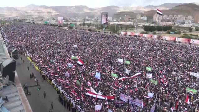 houthi supporters wave yemeni flags during a rally commemorating the second anniversary of the saudiled military campaign on waraffected yemen sana'a... - saudi arabien stock-videos und b-roll-filmmaterial