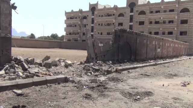 houthis militants and allied former president ali abdullah saleh move towards aden and forces loyal to president abd rabbuh mansour hadi take... - aden bildbanksvideor och videomaterial från bakom kulisserna