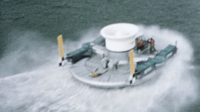 vídeos de stock, filmes e b-roll de 1960 montage sr.n1 hovercraft on the water demonstrating its capabilities / united kingdom - veículo anfíbio