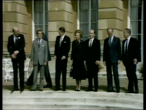 how well do the british public know the current world leaders inj leaders including thatcher mitterand trudeau and reagan pull out w german... - 1985 bildbanksvideor och videomaterial från bakom kulisserna