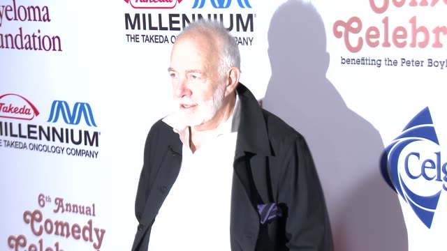howard hesseman arrives at international myeloma foundation 6th annual comedy celebration benefiting the peter boyle research fund on 10/27/12 in los... - peter boyle stock videos & royalty-free footage
