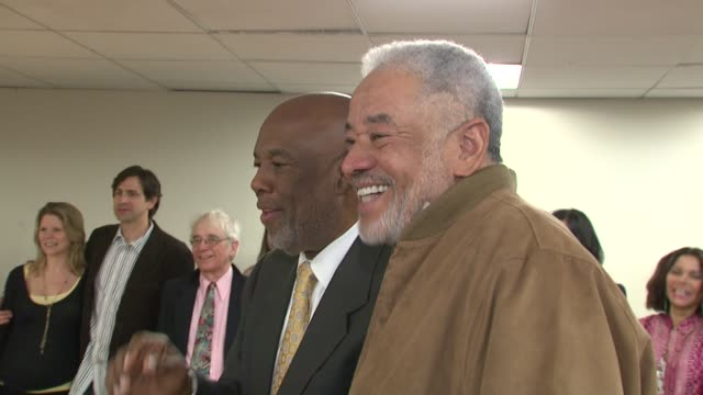 howard l bingham and bill withers at the our time theatre company honors howard l bingham at new york ny - bill withers stock videos & royalty-free footage
