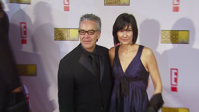 howard shore and guest at the broadcast film critics association's 2007 critic's choice awards at santa monica civic auditorium in santa monica,... - ブロードキャスト映画批評家協会点の映像素材/bロール
