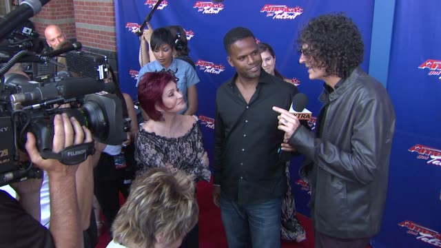 """howard stern """"america's got talent"""" - red carpet at new jersey performing arts center on july 02, 2012 in newark, new jersey - シャロン オズボーン点の映像素材/bロール"""