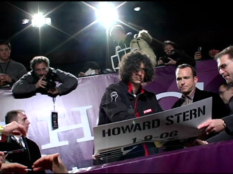 howard stern signing autographs for fans at the howard stern last day live event arrivals and inside at hard rock cafe in new york, new york on... - ハードロックカフェ点の映像素材/bロール