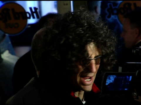 howard stern talking to press at the howard stern last day live event arrivals and inside at hard rock cafe in new york, new york on december 16,... - ハードロックカフェ点の映像素材/bロール