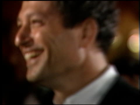 stockvideo's en b-roll-footage met howie mandel at the 1998 academy awards vanity fair party at morton's in west hollywood california on march 23 1998 - 70e jaarlijkse academy awards